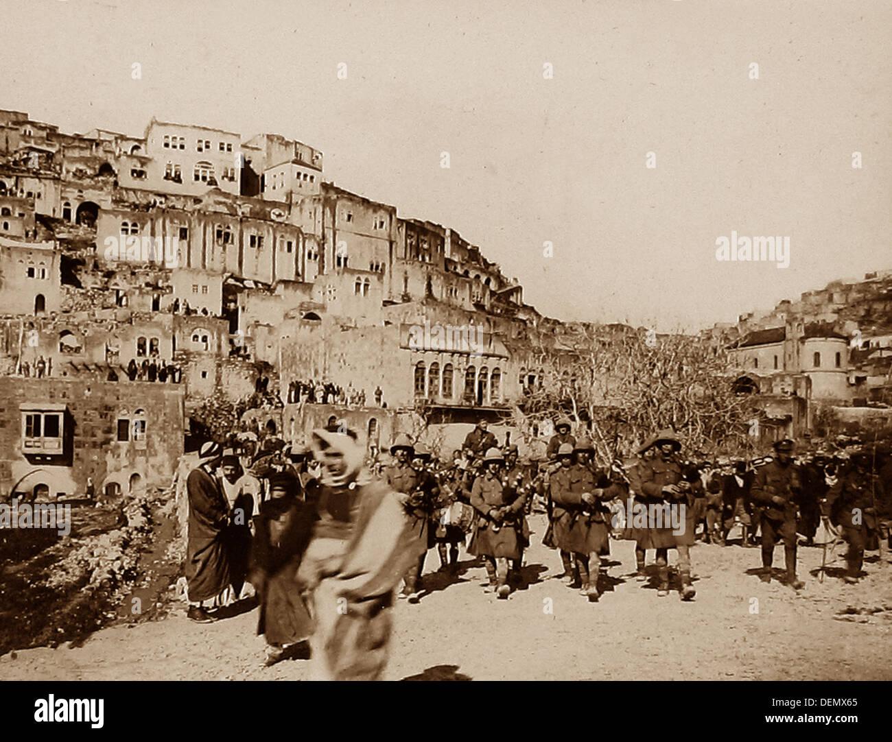 London Scottish Regiment marche dans es de sel durant la WW1 Photo Stock