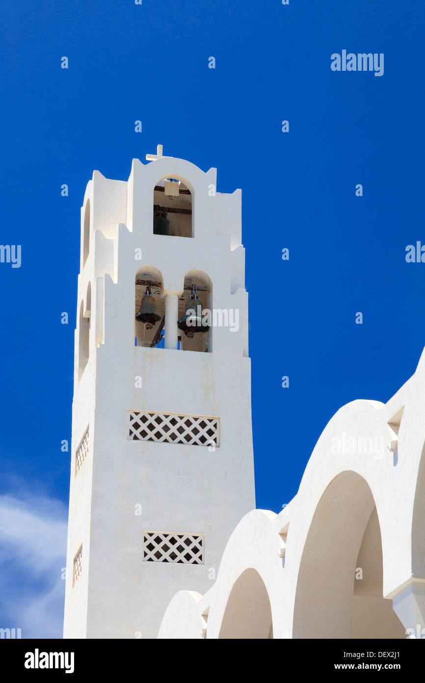 Bell Tower sur la cathédrale orthodoxe métropolitaine Fira (thira) Santorini Grèce Photo Stock