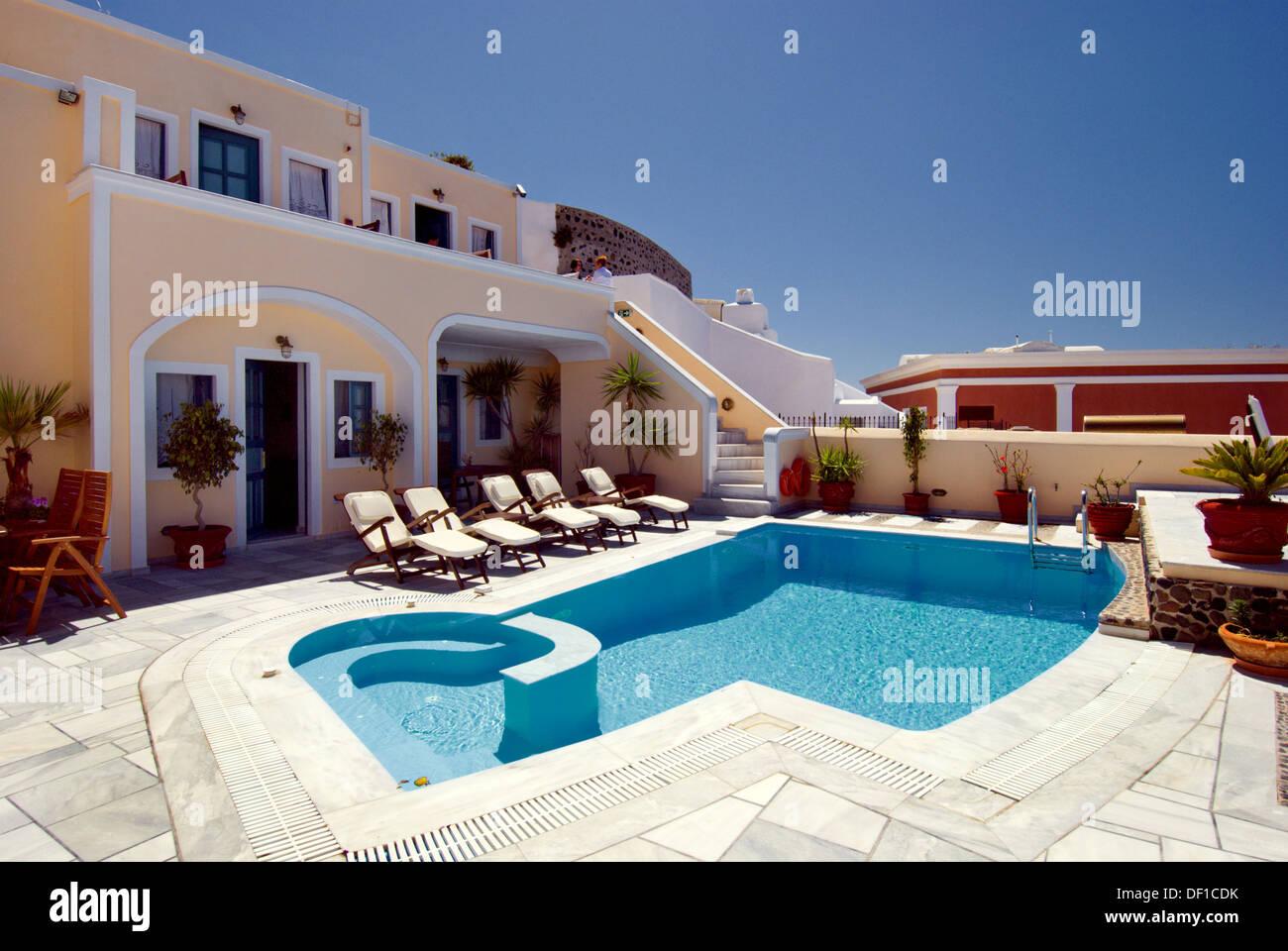 Décoration Appartement patio et piscine, dans le village de ...