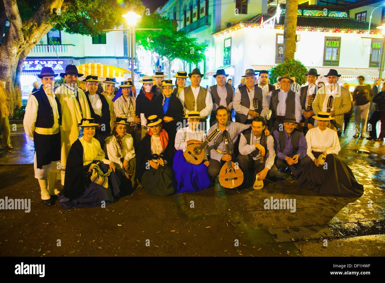 Groupe folklorique de chanter des chansons de Noël et traditionals Puerto de la Cruz Tenerife Espagne. Photo Stock