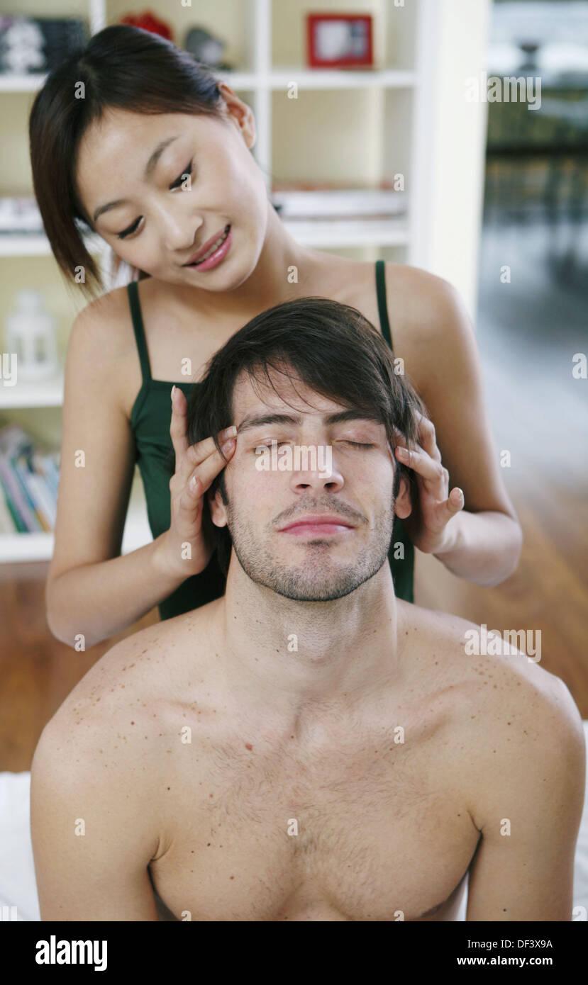 Donnant une tête de femme