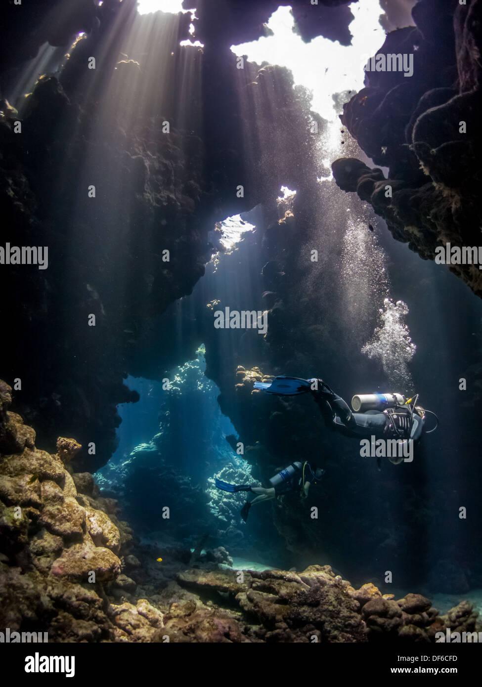 Les gens La plongée dans la belle de passages Sha'ab Claudio, Egypte Photo Stock