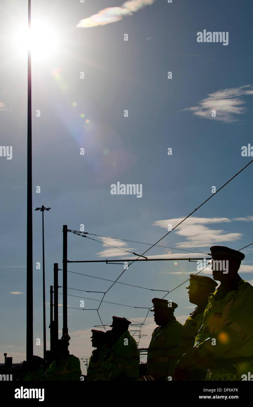Manchester, UK. 29 septembre 2013. Une ligne de la police lors d'un TUC du Nord-Ouest a organisé en mars et qui Banque D'Images