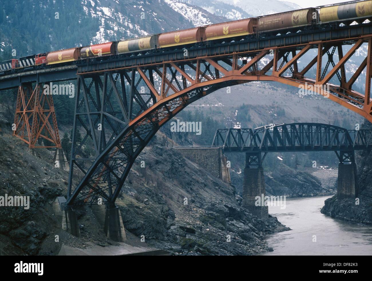 Pont ferroviaire sur la rivière Fraser, Lytton, C.-B., Canada Banque D'Images