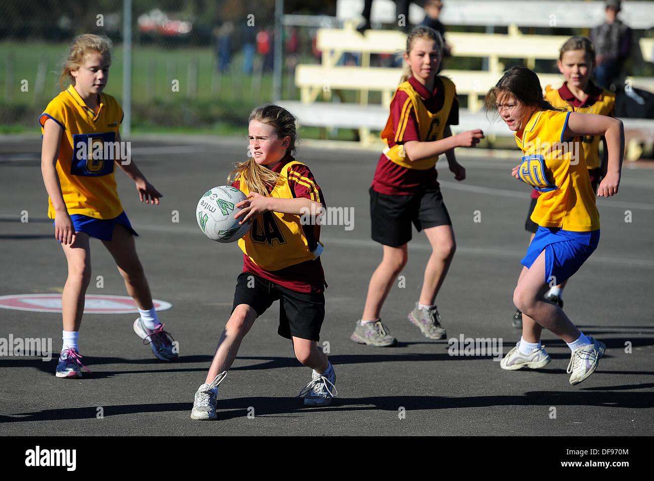 Motueka, Nelson, Nouvelle-Zélande. 10 août, 2013. Le netball pour les enfants. © Plus Sport Action/Alamy Live News Photo Stock