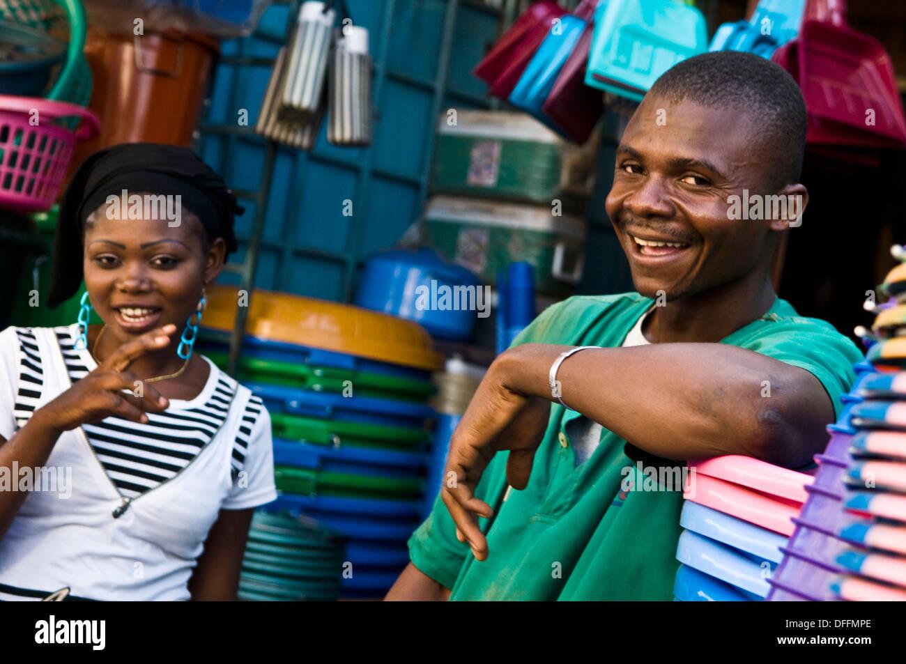 Le bonheur dans le marché. Banque D'Images