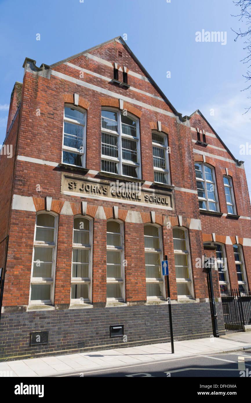 Conseil de l'école, St John St John's école primaires et maternelles, rue française, vieille ville, Southampton, Hampshire, England, UK. Banque D'Images
