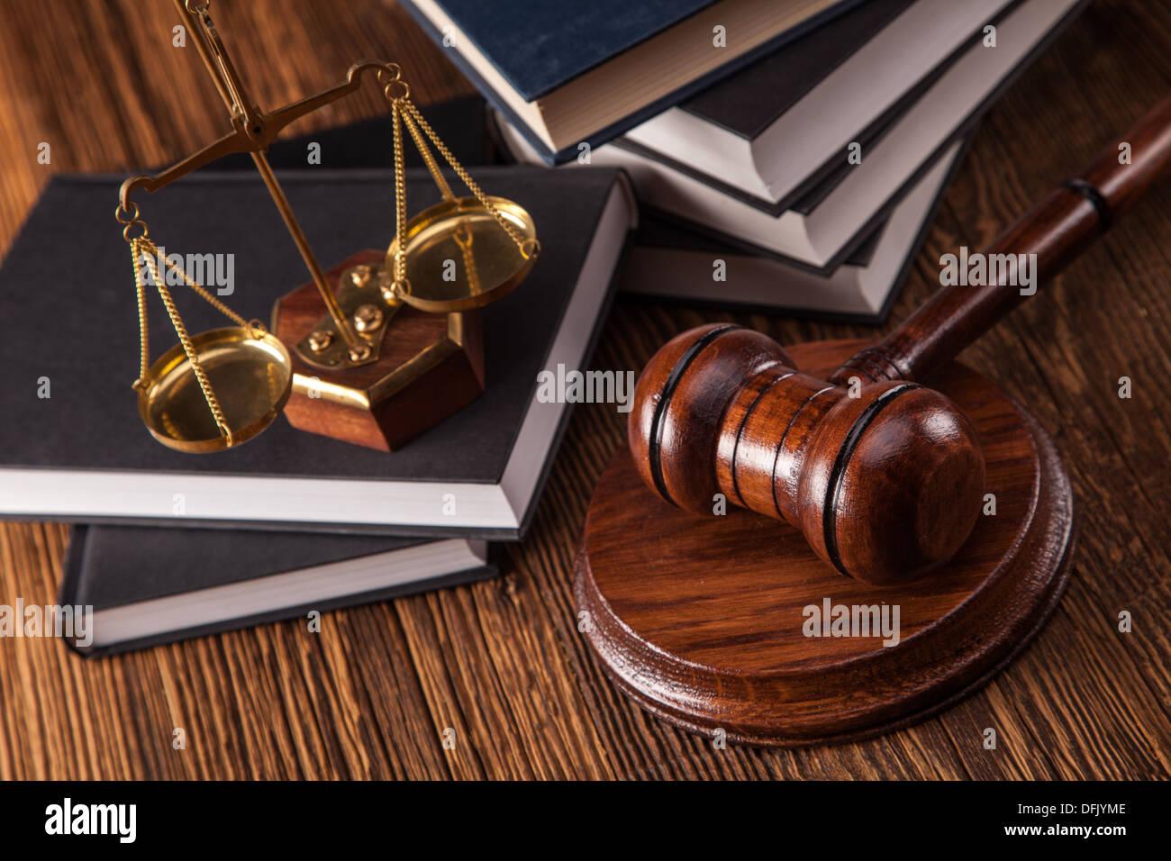 Mallet, code juridique et balance de la justice. Concept de la loi, des coups de studio Photo Stock
