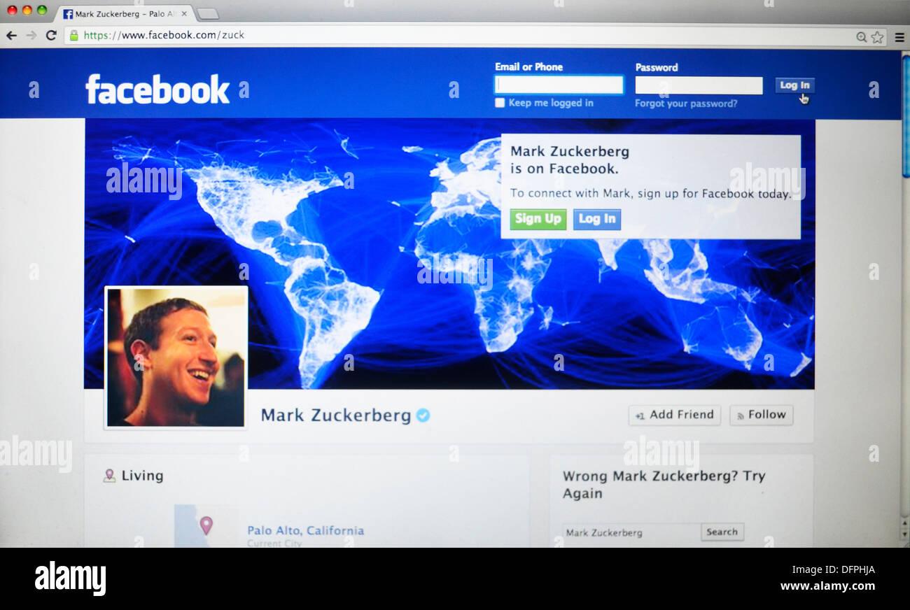 Mark Zuckberg tout droit sur la page facebook Photo Stock