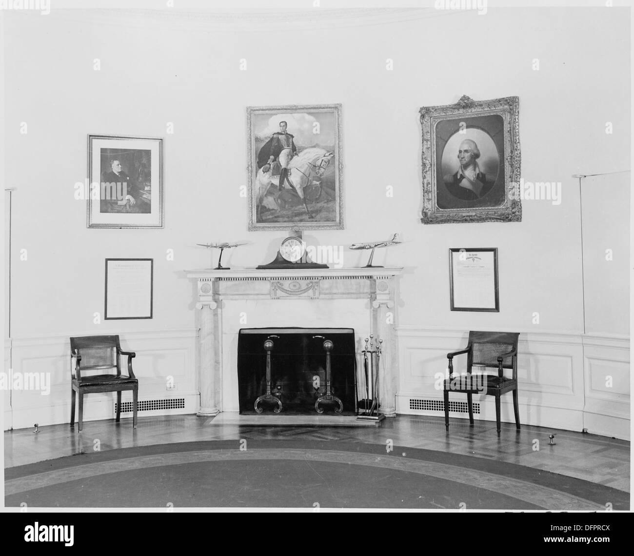 photographie de la cheminée dans le bureau ovale de la maison
