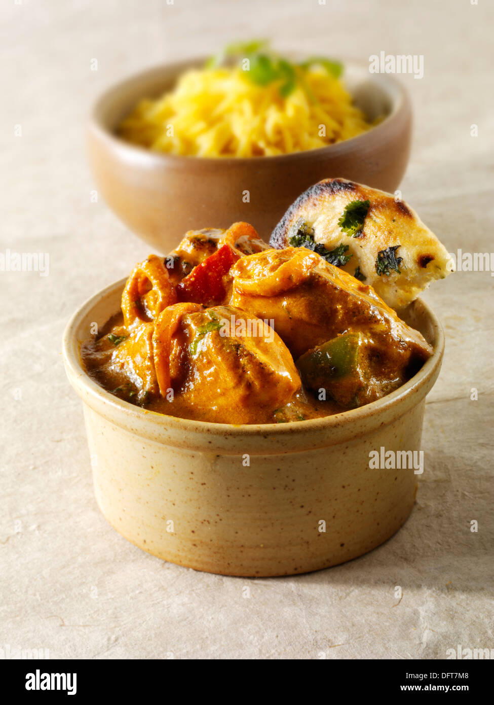Chicken Jalfrezi, pilau rice & popodoms. Indian curry traditionnel. Photo Stock