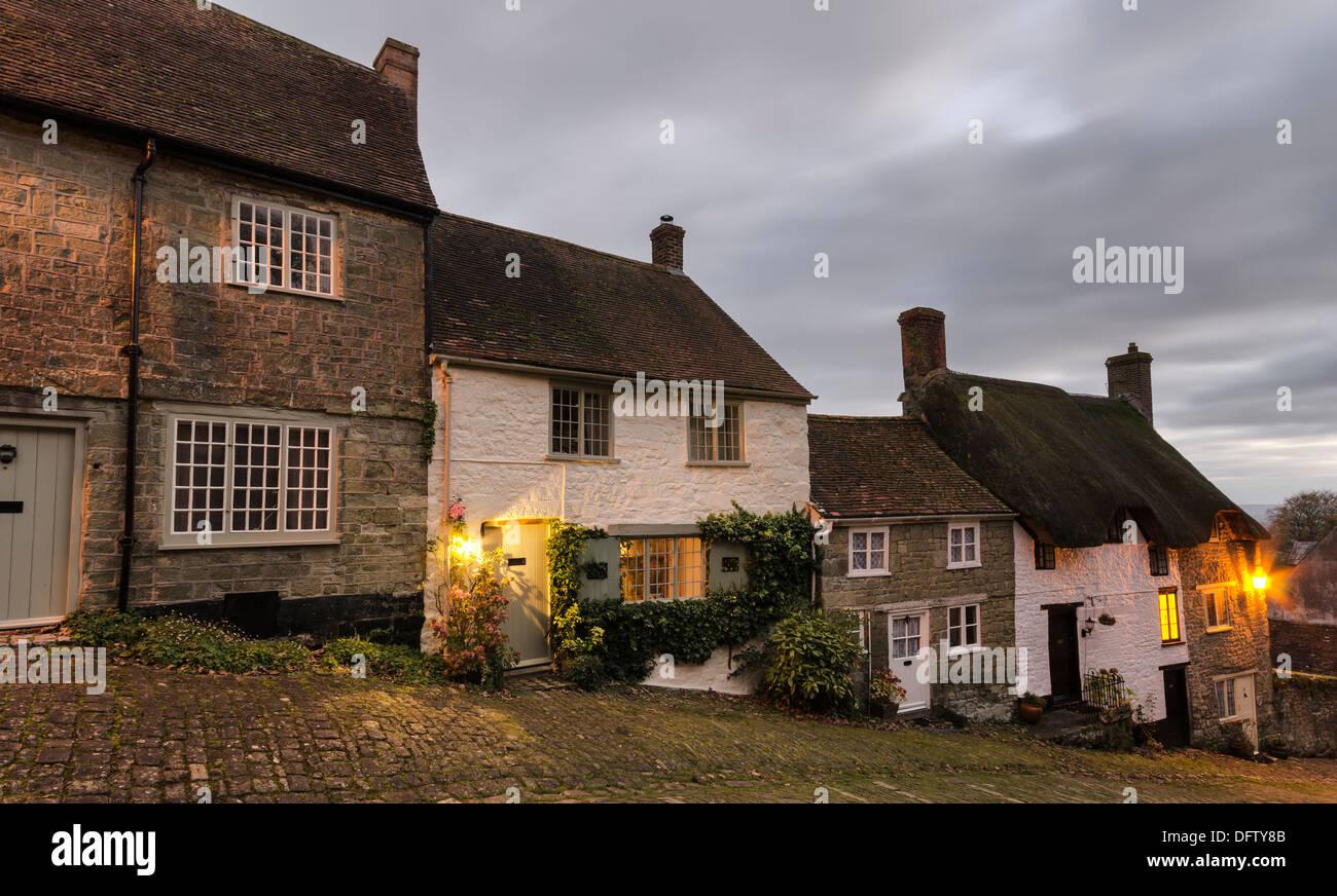 Cottages à Gold Hill à Shaftesbury, dans le Dorset Photo Stock
