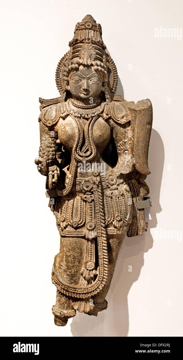 Beauté céleste ( apsara est chargée de bijoux )12ème siècle style Hoysala Inde Karnata Museum Photo Stock