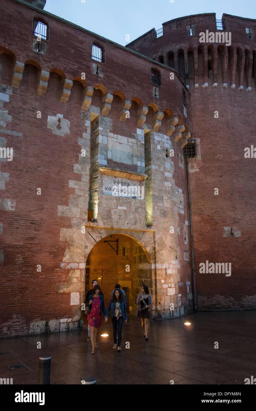Le Castillet, un monument qui est l'emblème de Perpignan, deux tours et remparts de Perpignan Roussillon France Photo Stock