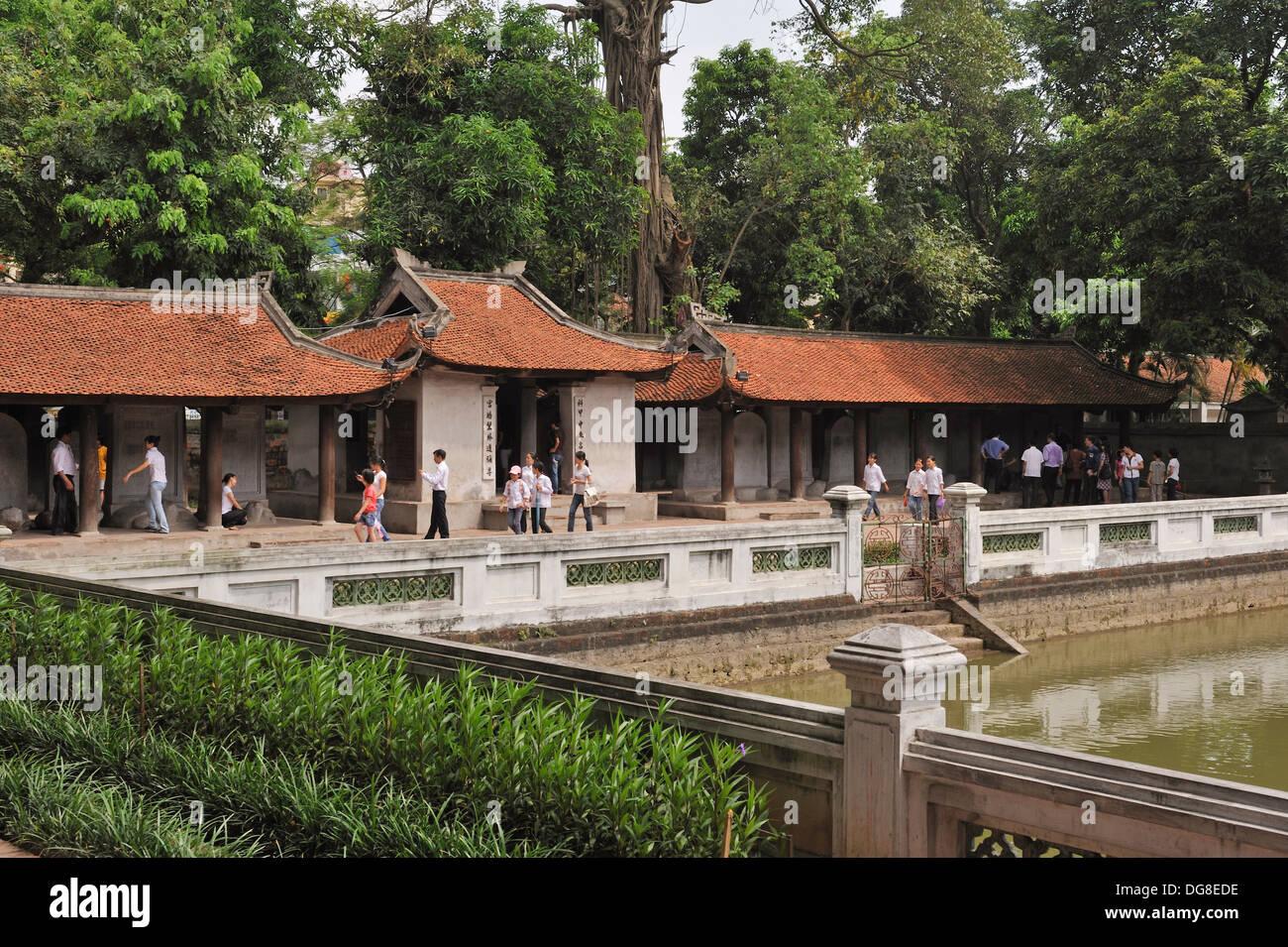 Grand Étang, nommé ainsi d'une clarté céleste, troisième cour, Temple de la littérature, Hanoi, Vietnam du Nord, en Asie du sud-est Photo Stock