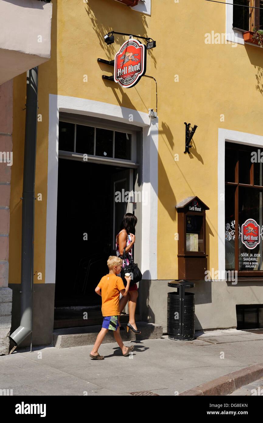 L'enfer, c'est café chasse au loup doux en langue estonienne, la rue Pikk, Tallinn, Estonie, dans le nord de l'Europe Banque D'Images