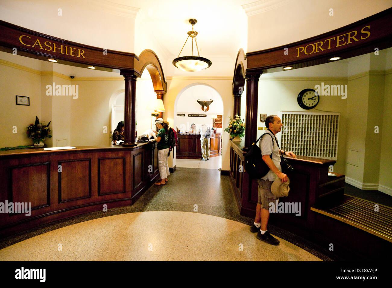 La réception de l'hôtel de luxe 5 étoiles de l'hôtel Victoria Falls, Zimbabwe, Afrique du Sud Photo Stock