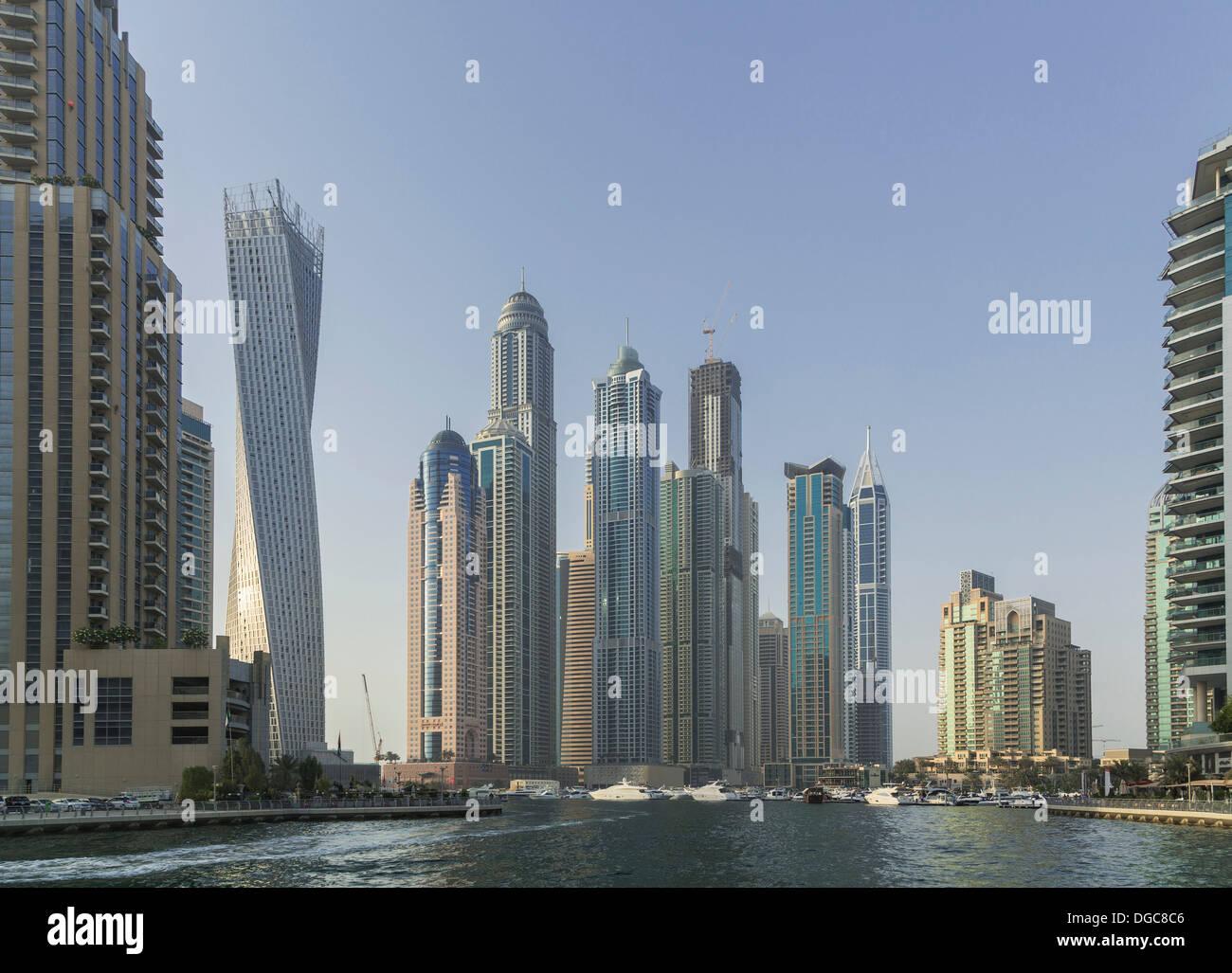Gratte-ciel dans la marina de Dubaï, Dubaï, Émirats Arabes Unis Photo Stock