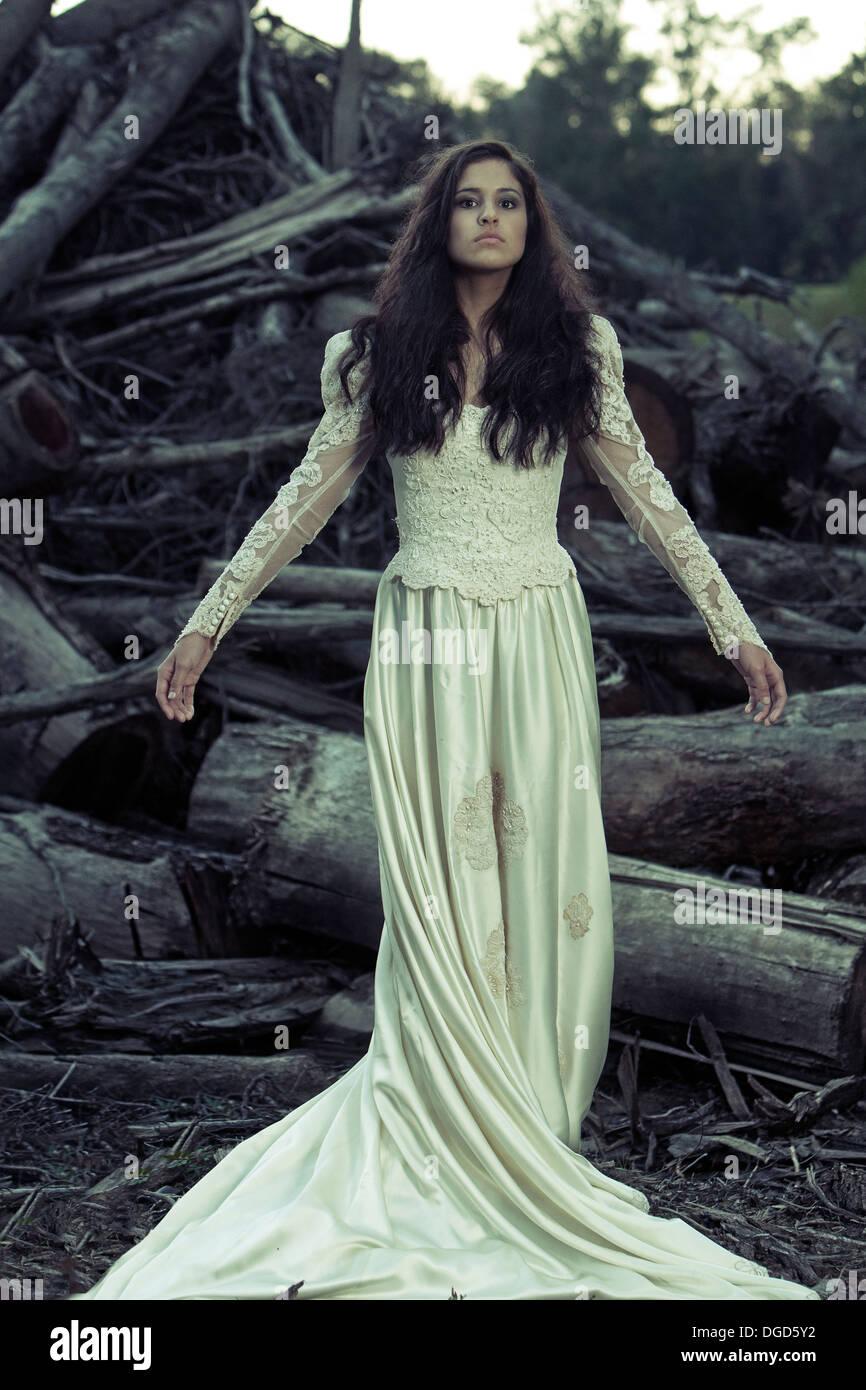 Femme en robe de mariage antique Photo Stock