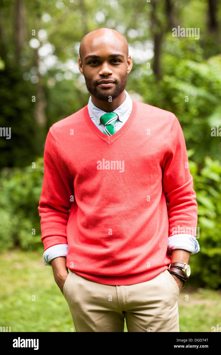 Portrait of young man with hands in pockets Photo Stock
