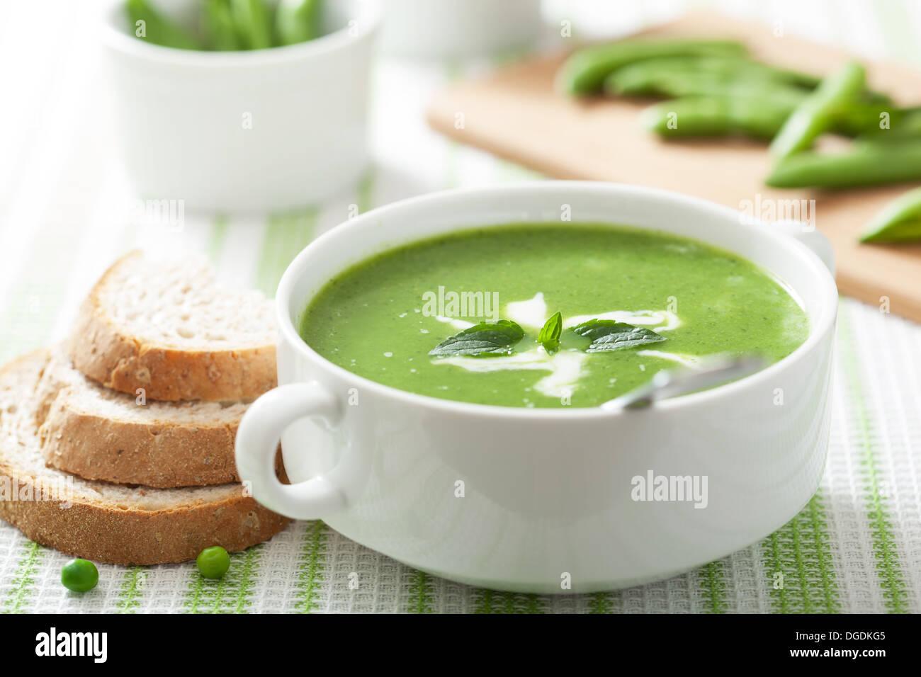 Soupe aux pois à la menthe Photo Stock