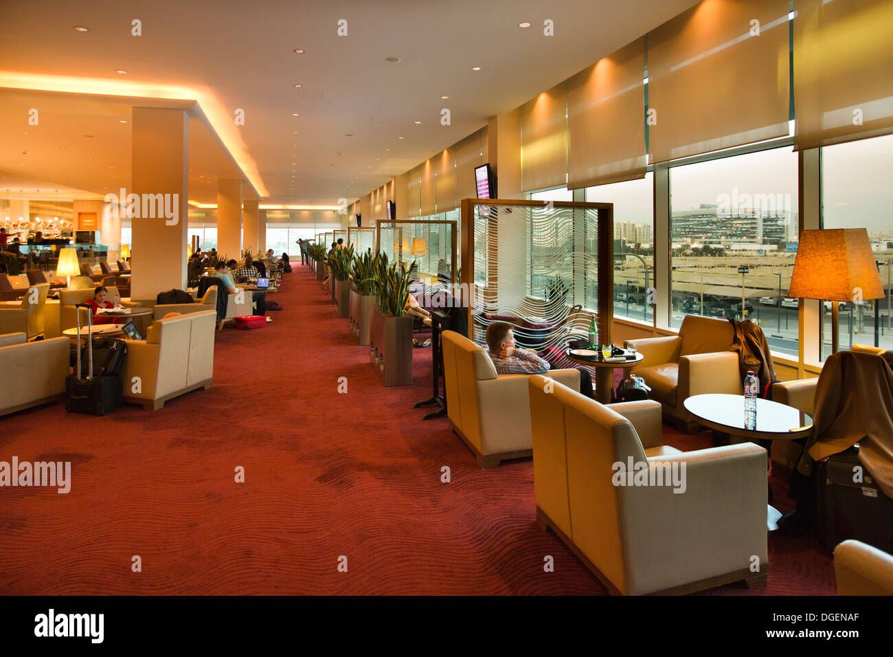 Le Qatar, EMIRATS ARABES UNIS. L'aéroport de Doha, les passagers en classe affaires détente prime Terminal Banque D'Images