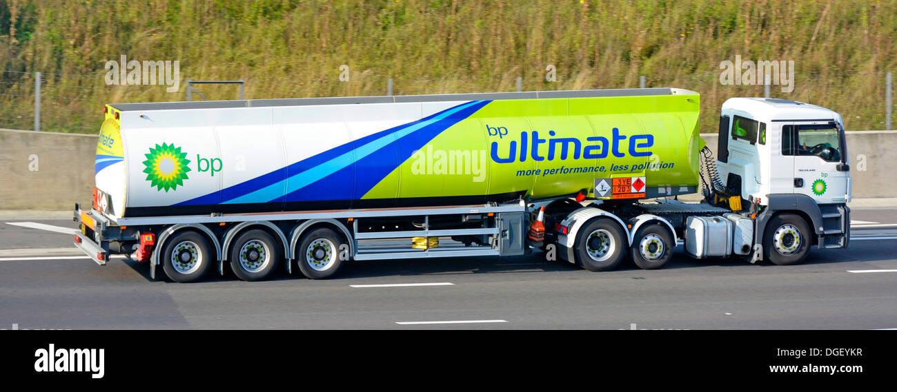 camion citerne de carburant bp en voiture sur autoroute et affichage hazchem chimiques. Black Bedroom Furniture Sets. Home Design Ideas