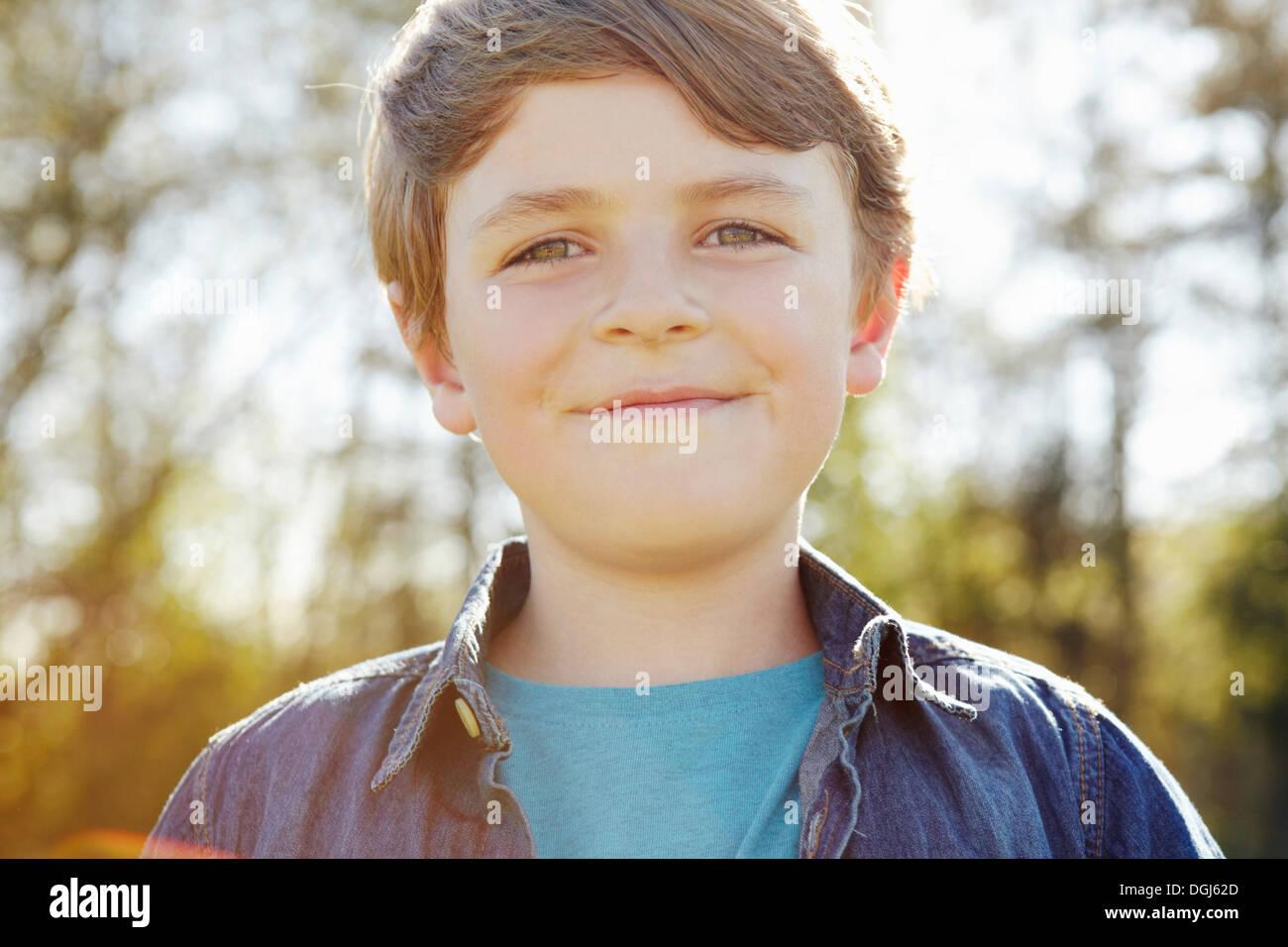 Garçon avec cheeky grin Photo Stock