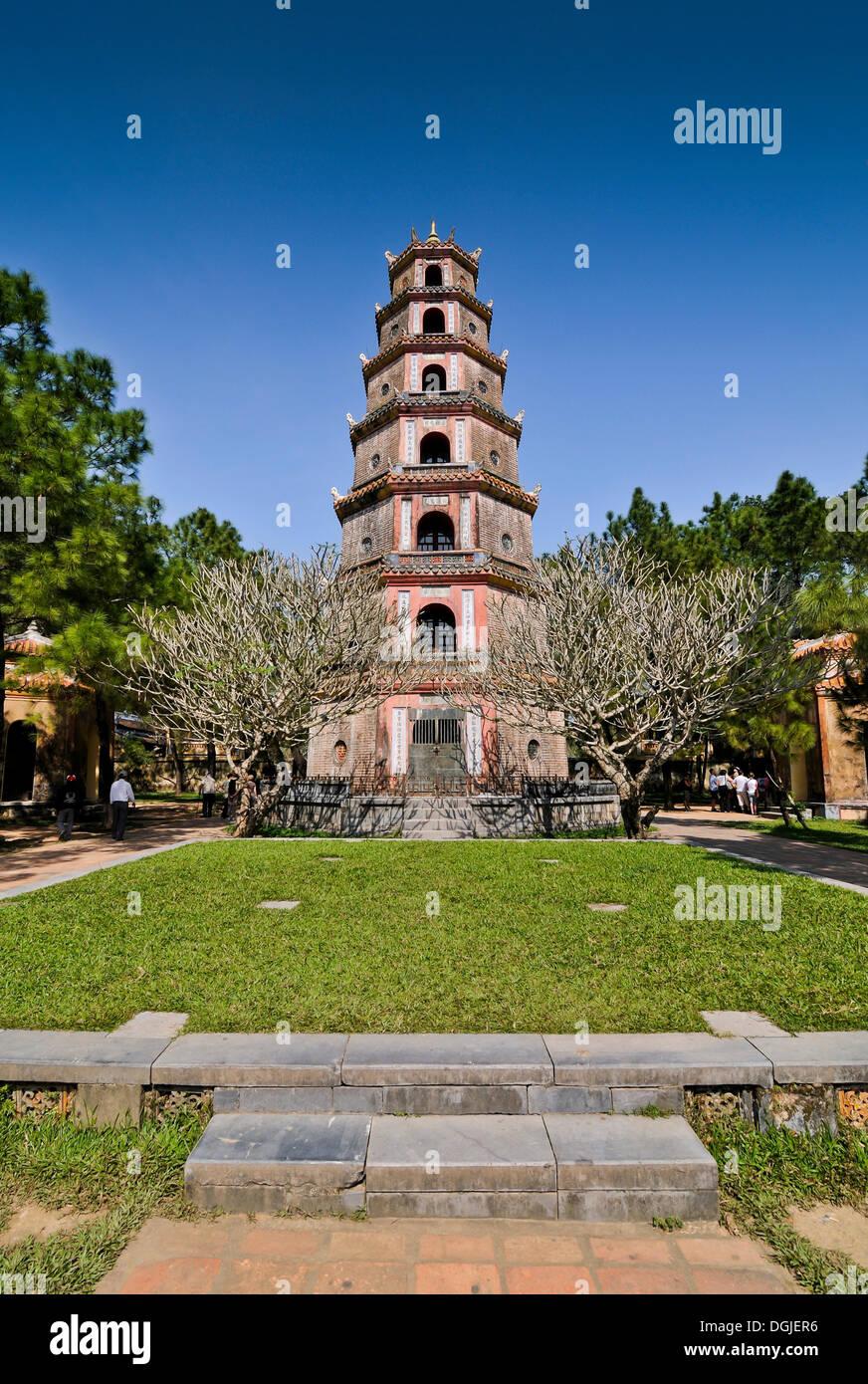 Phuoc Duyen tower ou la pagode de Thien Mu, ou Pagode de la Femme céleste, Hue, UNESCO World Heritage Site, Vietnam, Asie Photo Stock