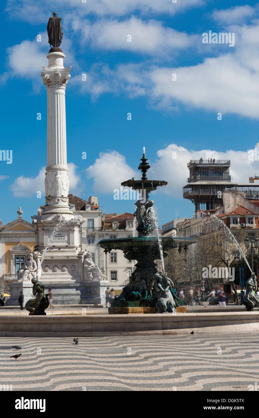 Fontaine sur la place Rossio, Lisbonne, Portugal Photo Stock