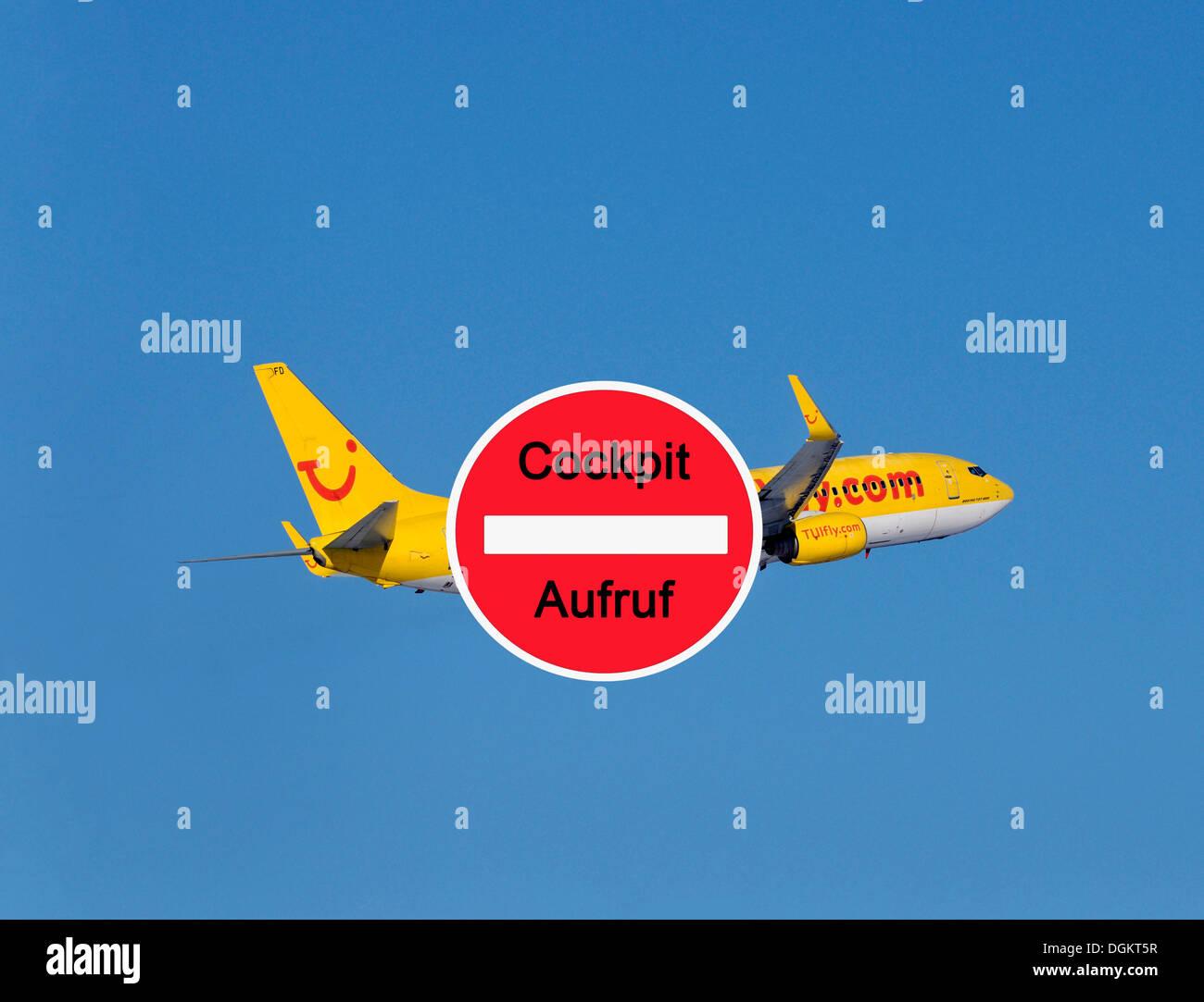 Appel à l'action de l'Union avec le poste de pilotage à l'arrière plan de la compagnie aérienne TUI Photo Stock