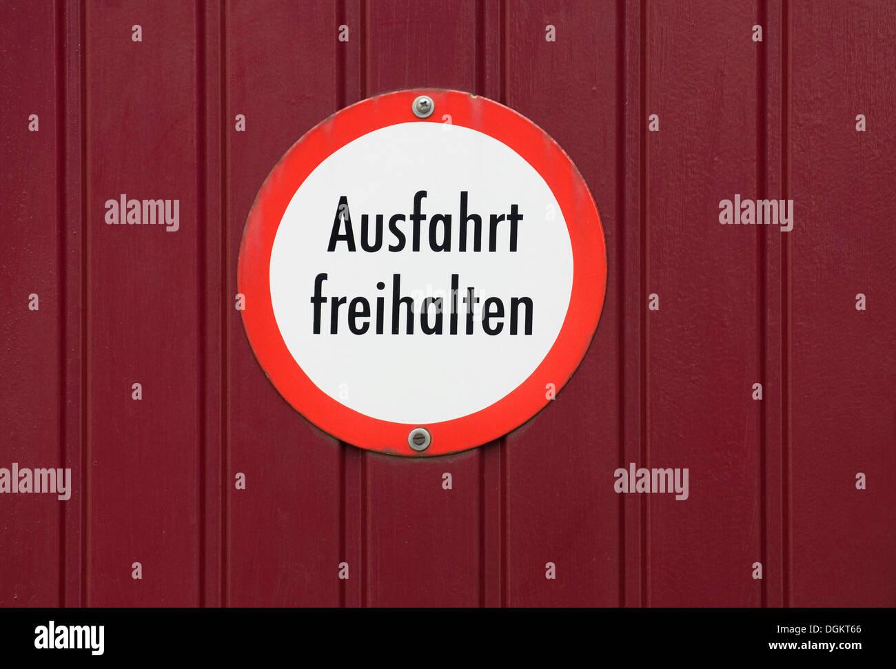 Signe, Ausfahrt freihalten, Allemand pour rester à l'écart Photo Stock
