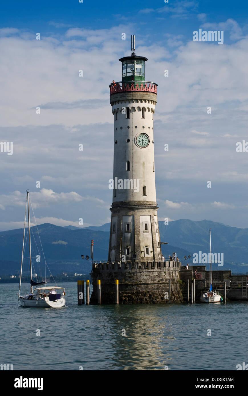 Neuer Leuchturm, phare à l'entrée du port, l'île de Lindau, sur le lac de Constance, Bade-Wurtemberg Photo Stock