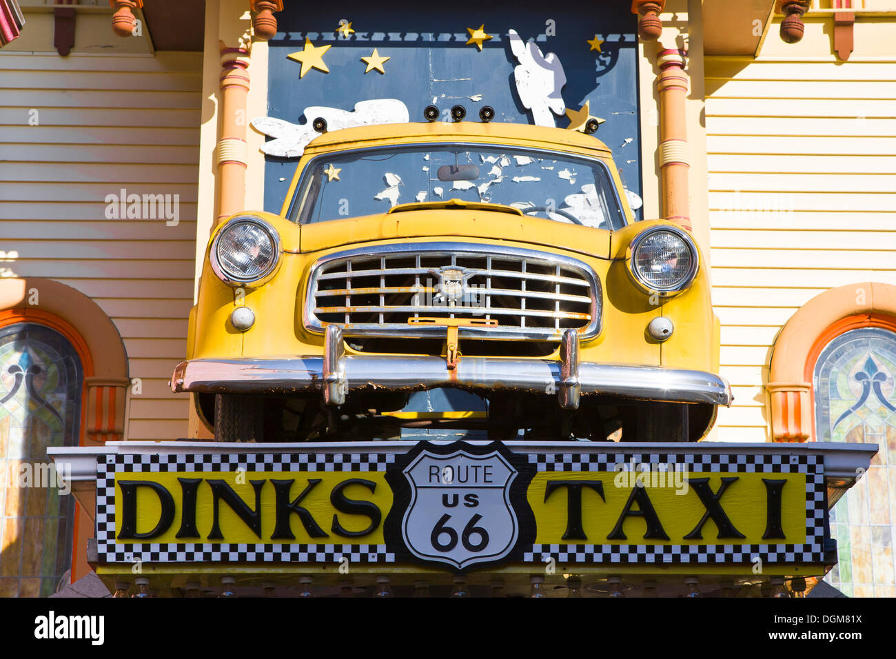 Taxi dinks, décoration sur la façade d\'un restaurant à Bar Harbor ...