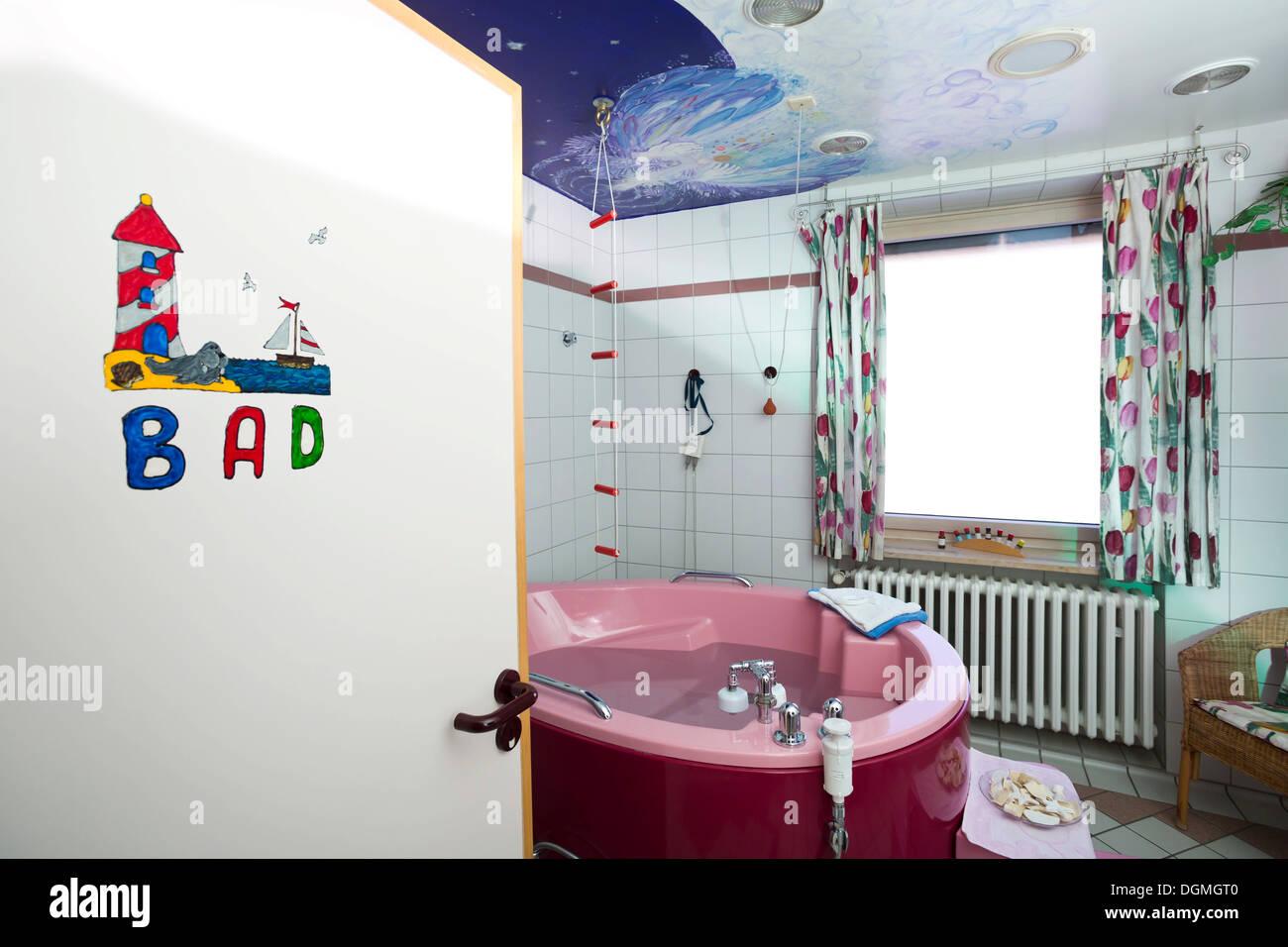 Salle De Bain Allemagne salle de bains avec une baignoire d'accouchement dans une