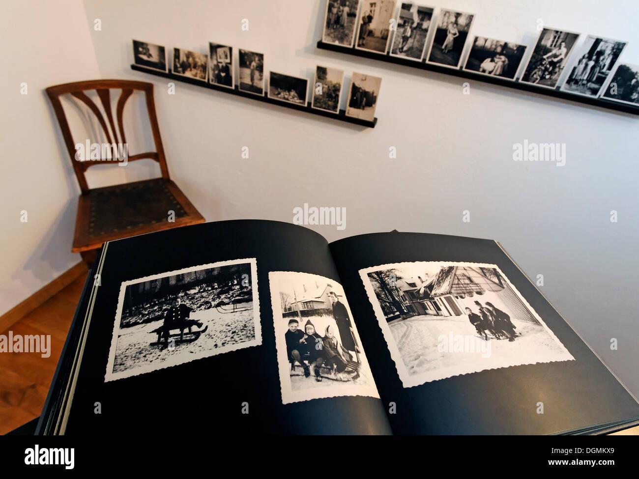 Album photo avec des photographies historiques, les enfants d'employés de l'usine sidérurgique d'abord dans la région de la Ruhr, St. Photo Stock