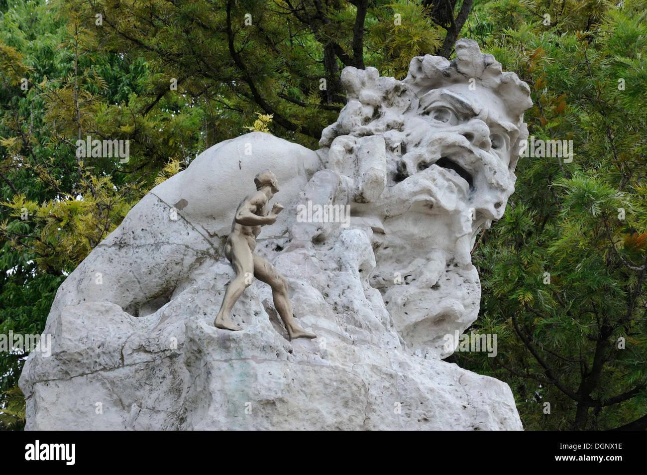 Une mer mythique Adamastor, monstre de la poèmes de Luis Camoes, Lousiaden, sculpture par Júlio Vaz Júnior Banque D'Images