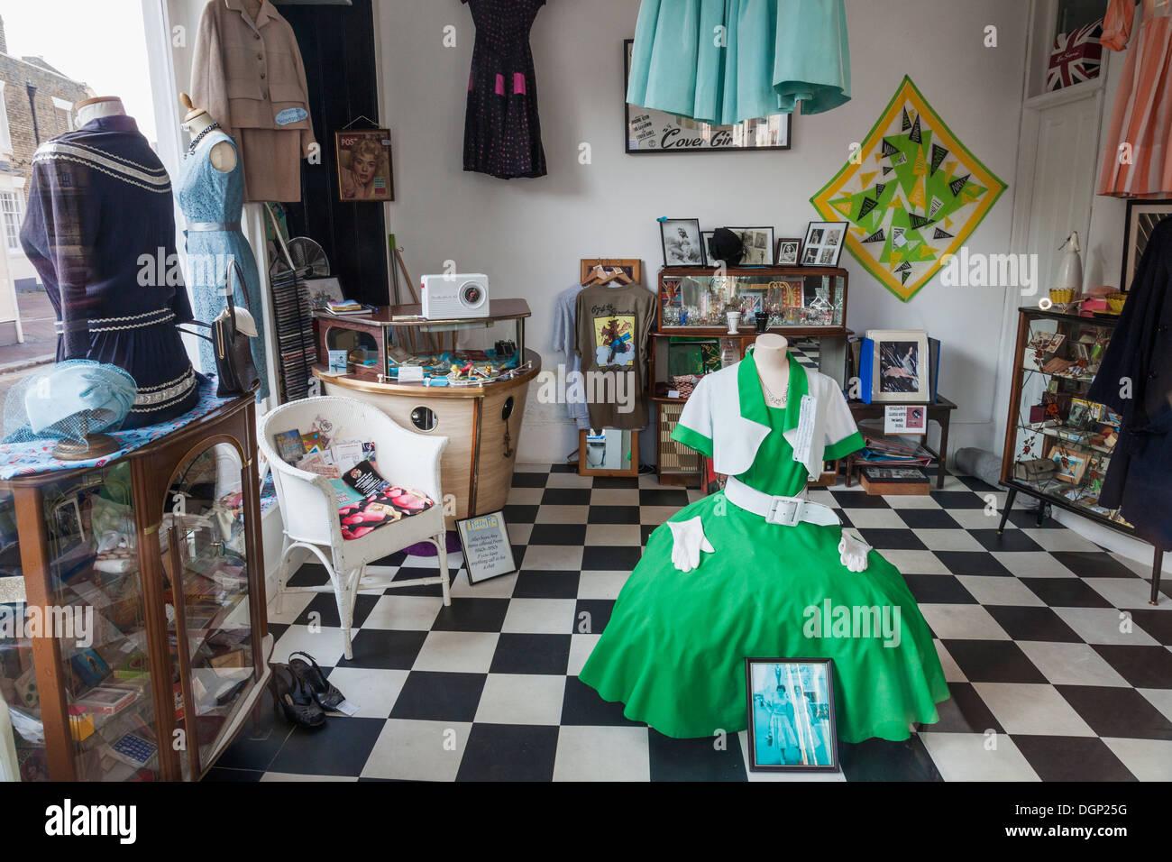 L'Angleterre, Kent, Margate, Vieille Ville, boutique de vêtements rétro Afficher Photo Stock