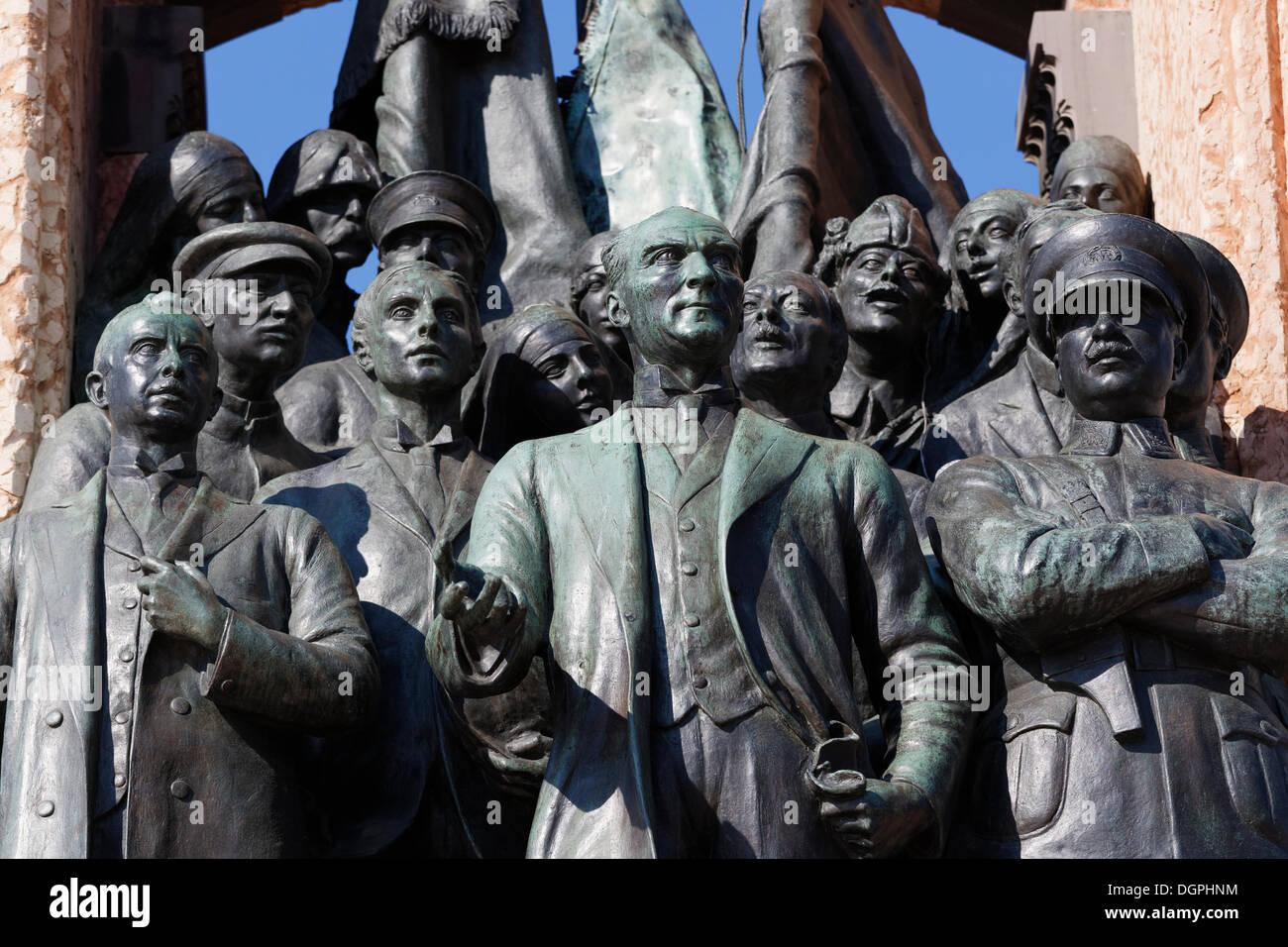 Mustafa Kemal Atatuerk avec camarades, Cumhuriyet Aniti monument, monument de l'indépendance par Pietro Canonica Photo Stock