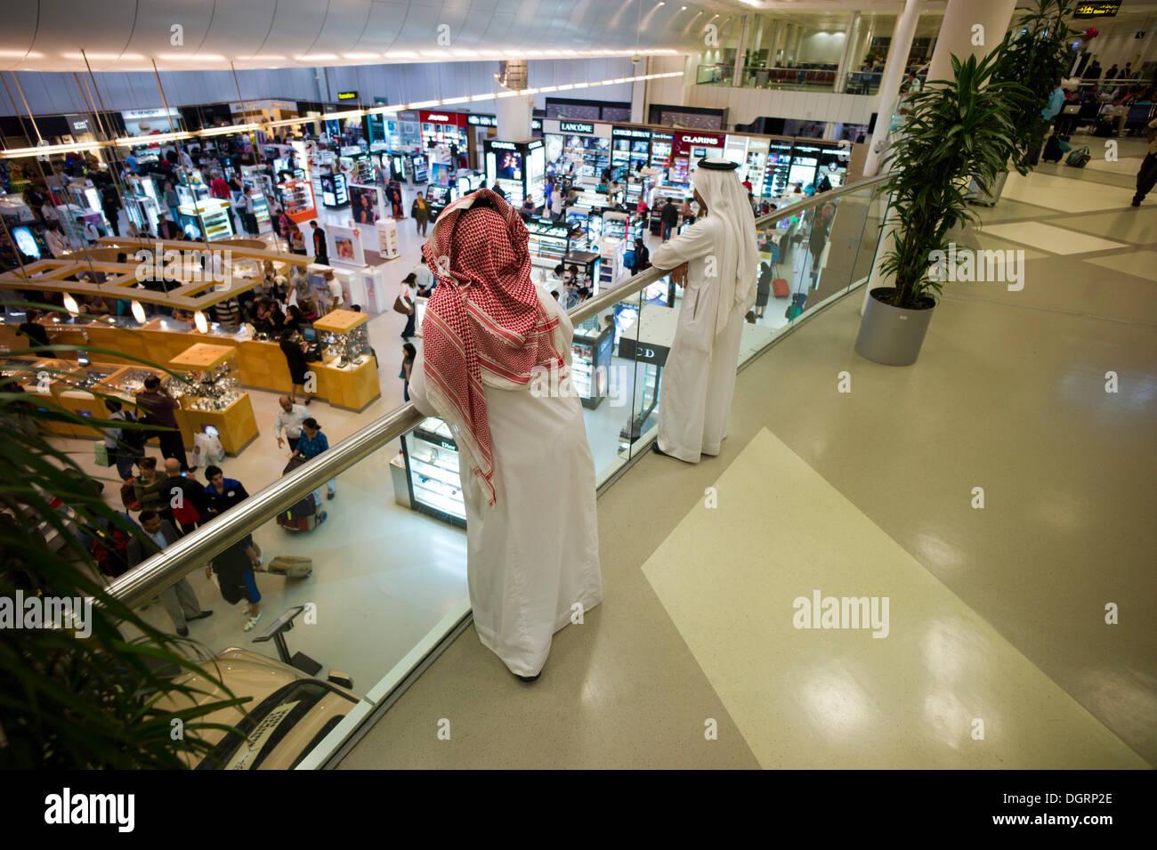 Duty Free Zone, l'Aéroport International de Doha, Doha, Doha, Doha, Qatar Banque D'Images