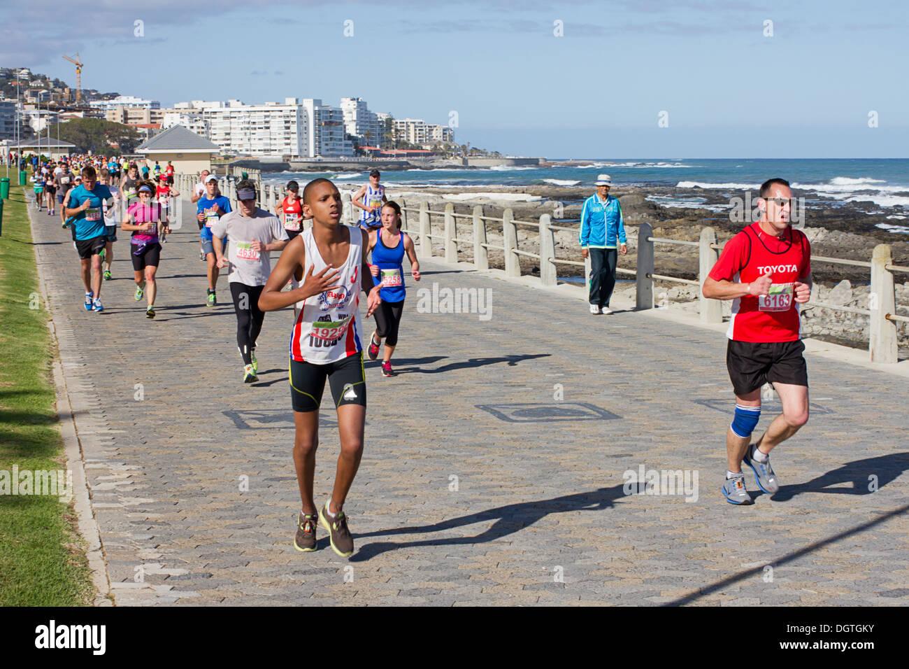 Les coureurs le long de la promenade seapoint Photo Stock