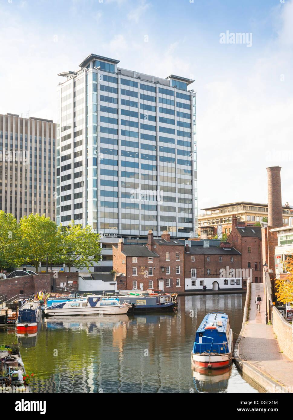 Bâtiment à quai comme vu à partir de gaz naturel du bassin de la rue, Birmingham, West Midlands, England, UK Photo Stock