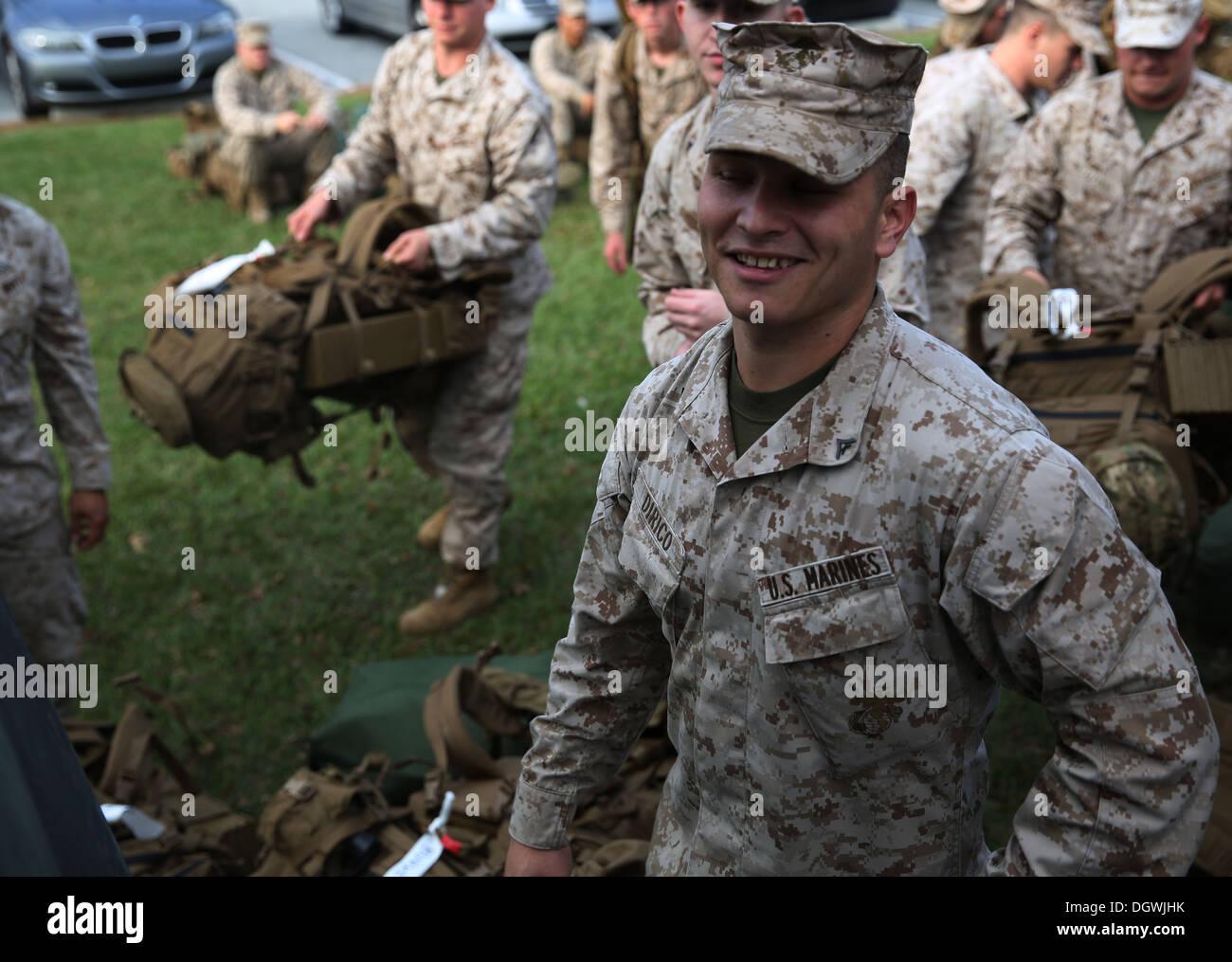 Lance Le Cpl Corey Dirico Un Mortarman Avec La Compagnie India 3e Bataillon