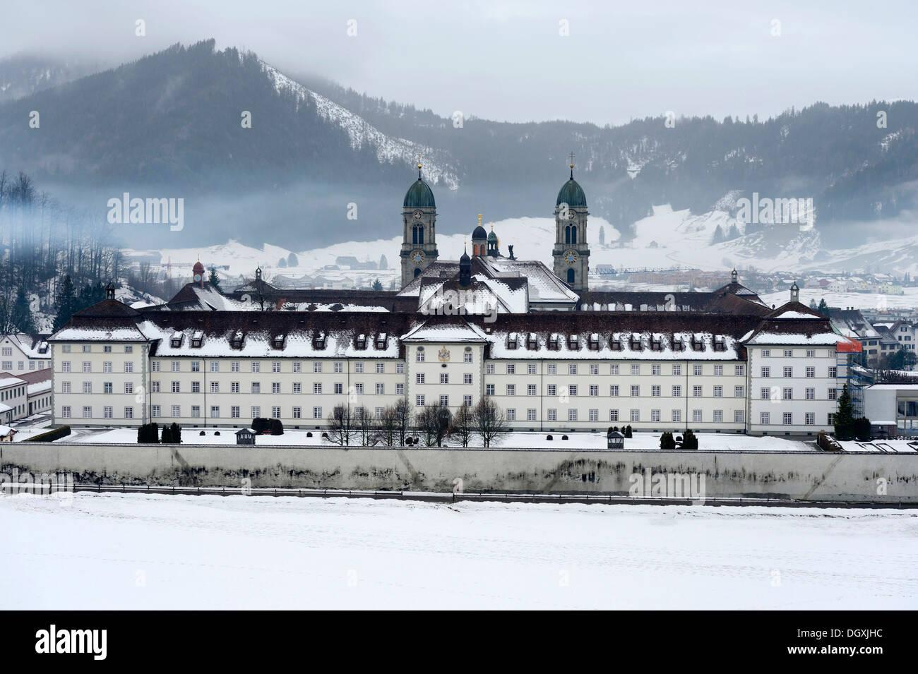 Abbaye bénédictine, lieu de pèlerinage, Einsiedeln, dans le canton de Schwyz, Suisse Banque D'Images