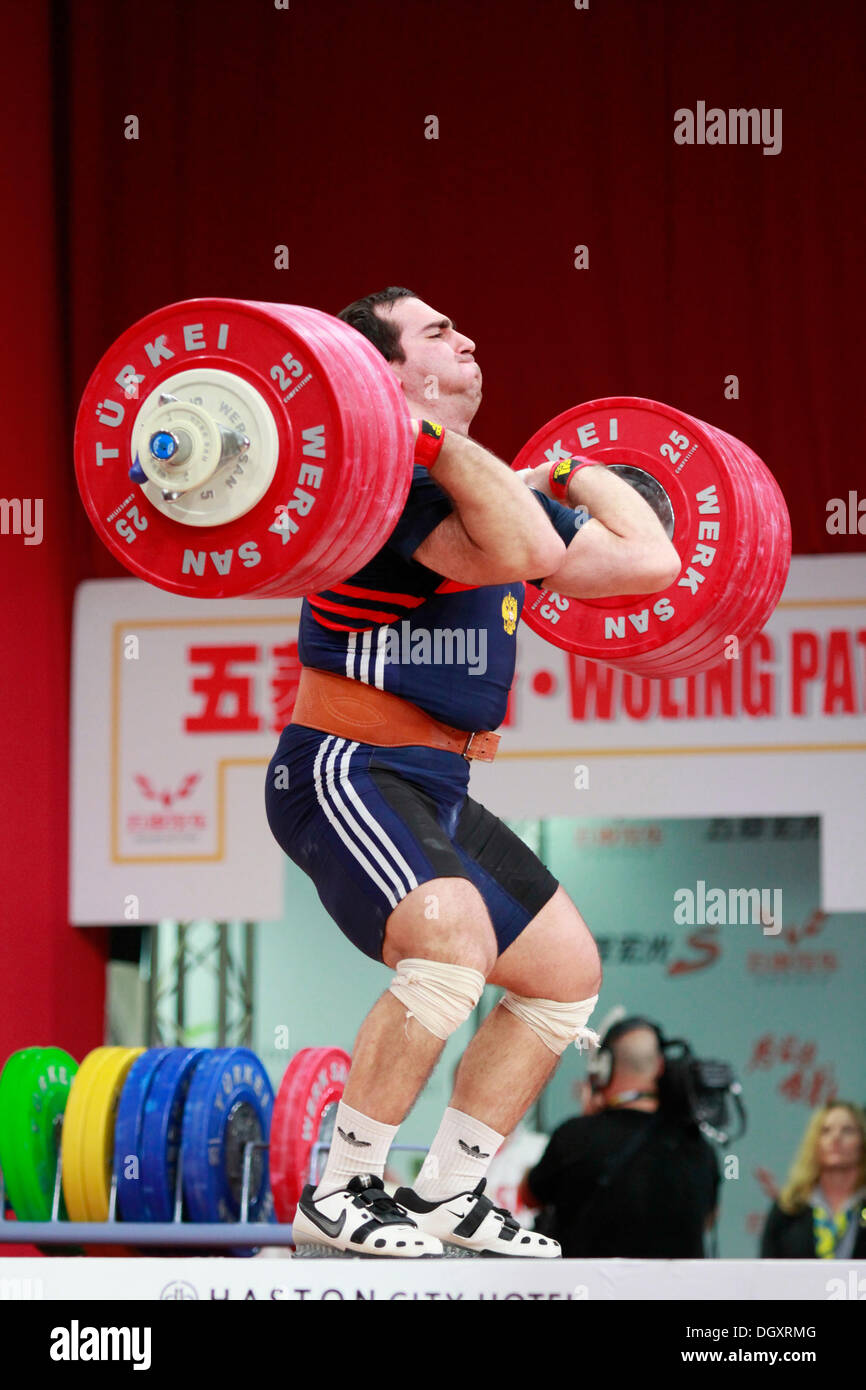 Wroclaw, Pologne. 27 Oct, 2013. David Bedzhanyan (RUS) au cours Men's 105 kg au final un groupe aux championnats Photo Stock