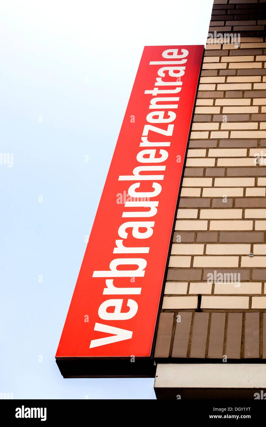 """Panneau """"Verbraucherzentrale' à un centre de conseils aux consommateurs allemands, Hambourg, Hambourg, Allemagne Photo Stock"""