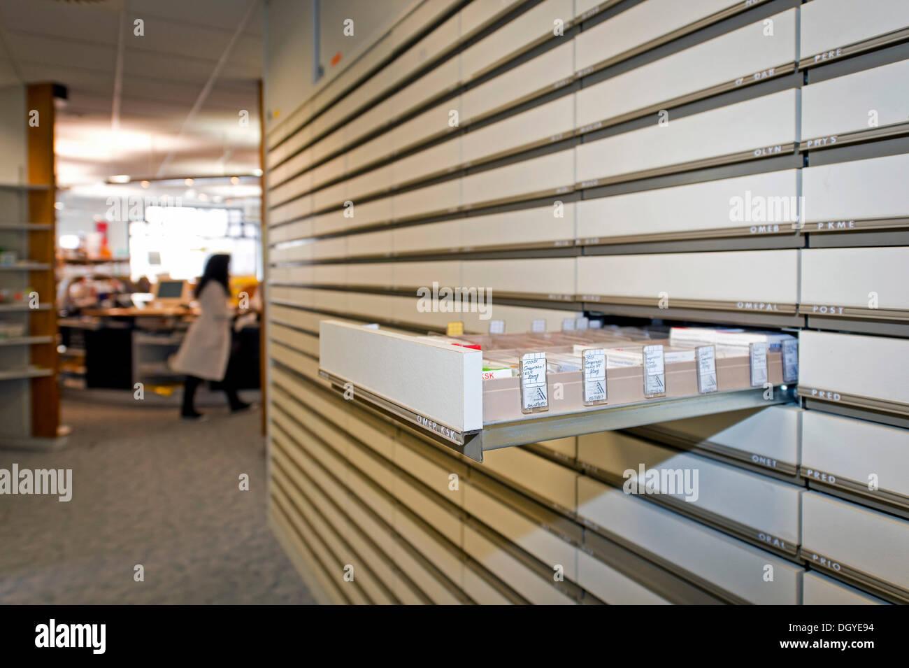 Cabinet d'apothicaire, un tiroir contenant des médicaments, pharmacie, Stuttgart, Bade-Wurtemberg Photo Stock