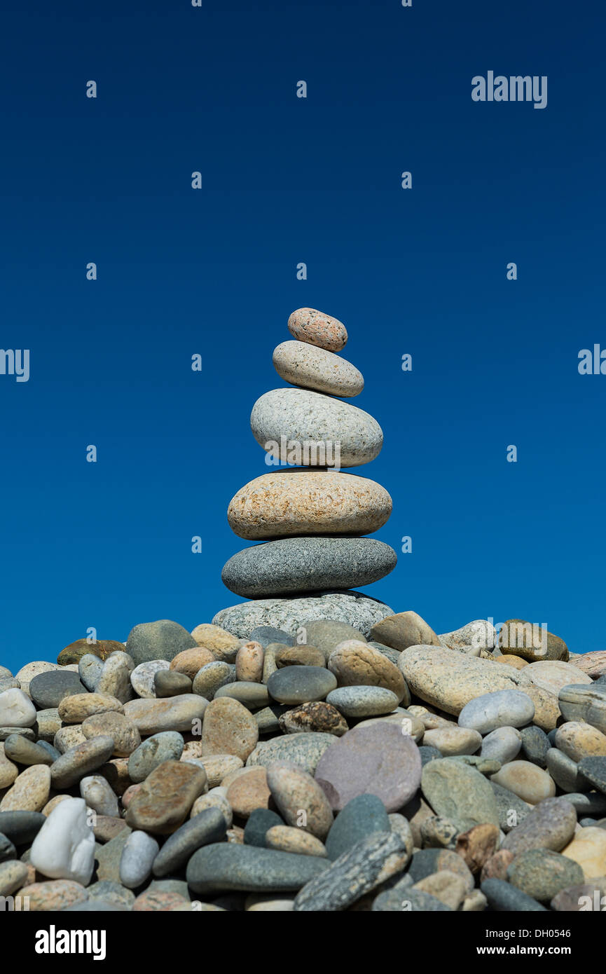 Cairn sur plage Rock Stonewall, Chilmark, Matha's Vineyard, Massachusetts, USA Photo Stock