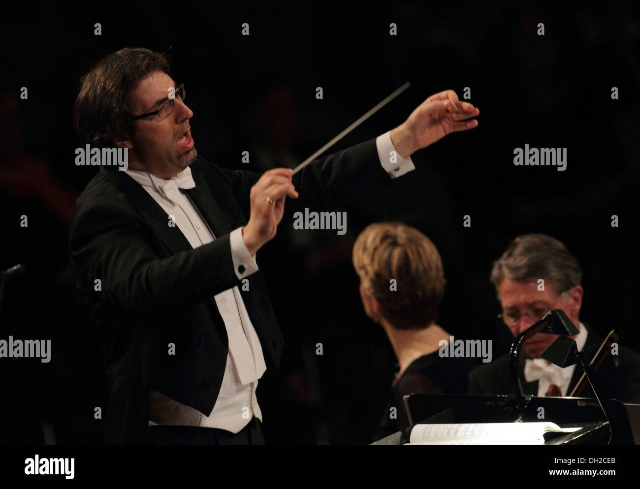 Daniel Raiskin, chef d'orchestre de l'Orchestre philharmonique rhénane, Koblenz, Rhénanie-Palatinat Photo Stock