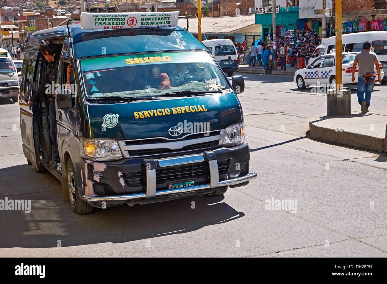 Transport Service spécial dans les rues de Huaraz au Pérou, Amérique du Sud. Photo Stock